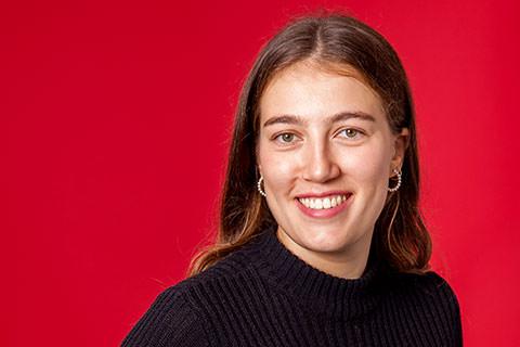Charlotte loubarese étudiante à la web school